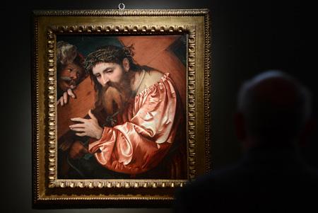 耶稣扛着十字架这样的主题讲述圣经中耶稣背着十字架